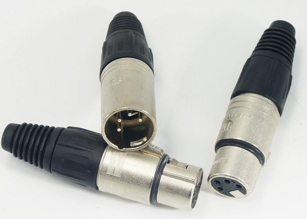 4-PIN XLR connector